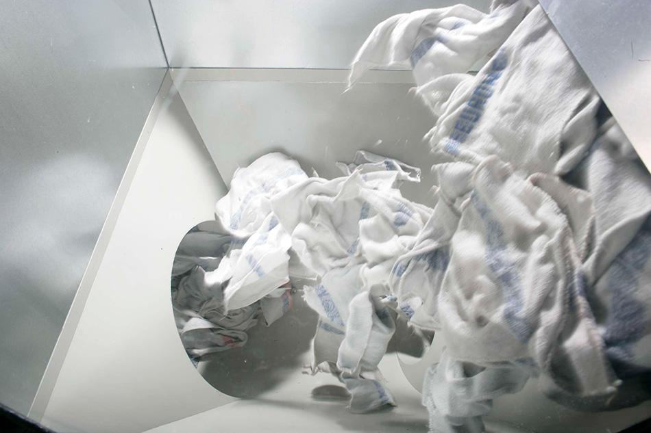 As modernas linhas de secagem da MEWA são aquecidas com energia obtida pelos lubrificantes dos panos usados (Foto: MEWA)